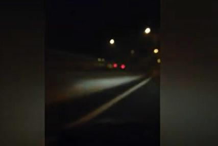 OPASNA SITUACIJA Vozio suprotnim smjerom na auto-putu prema Sarajevu (VIDEO)