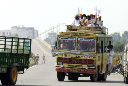TEŠKA NESREĆA U INDIJI Autobus sletio sa puta u kanal, 40 osoba poginulo