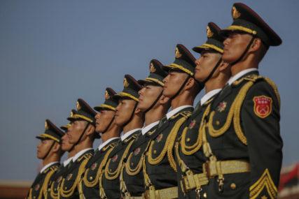 INFORMACIJE O OSOBI Kineski vojnici dobili pločice s barkodovima i ugrađenim čipovima