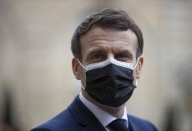"""""""Situacija je napeta"""" Makron poručio da će se policijski čas u Francuskoj zadržati još četiri do šest sedmica"""
