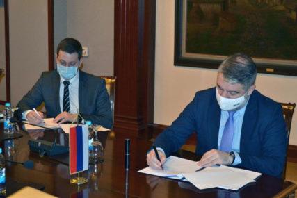 Podrška Srpskoj u borbi protiv pandemije: Šeranić i Zeljković potpisali  sporazum o kineskoj donaciji 5.000 kompleta RT-PCR testova