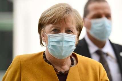 """Merkelova razgovarala s Putinom """"Smanjiti gomilanje ruskih trupa u Ukrajini"""""""