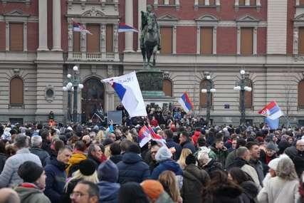 """Stop terorizmu"" Brojni građani na Trgu Republike u Beogradu protestuju protiv anti-kovid mjera (FOTO)"