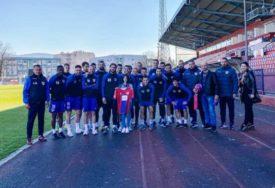 DARA POSJETILA BANJALUČANE Fudbaleri Borca pred trening imali neočekivanog gosta (FOTO)