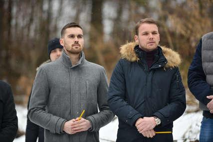 """""""Nove generacije cijene žrtvu"""" Stanivuković i Stanišić pomažu izgradnju spomenika Spomenku Gostiću (FOTO)"""