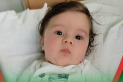 """""""GLEDAM I PLAČEM"""" Roditelji malog Gavrila zbog čije bolesti je prodata Ronaldova traka objavili novi snimak i potresnu poruku"""
