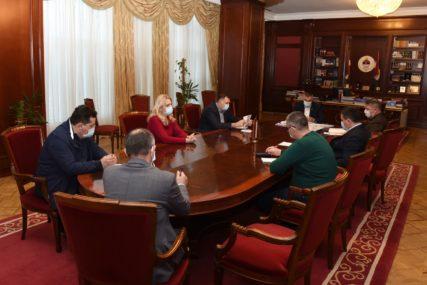 """""""Stanje u Srpskoj zabrinjavajuće"""" Glavni koordinacioni tim poručuje da su NEOPHODNE RIGOROZNIJE MJERE"""
