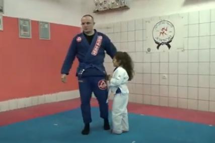 LUTKICE ZAMIJENILA BORILAČKIM SPORTOM Tata i kćerka iz Doboja dva puta sedmično treniraju džiu džicu (FOTO, VIDEO)