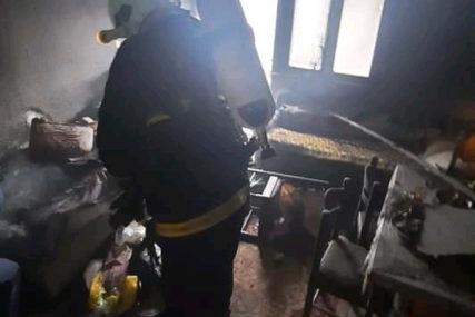 DRAMA U MILIĆIMA Vatrogasci spasli nepokretnu staricu iz kuće u plamenu