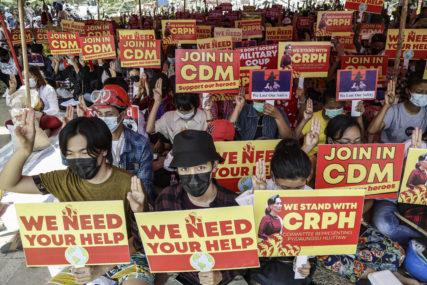UBIJENO JOŠ ČETVORO LJUDI Bezbjednosne snage Mjanmara upotrijebile bojevu municiju tokom sukoba sa demonstrantima