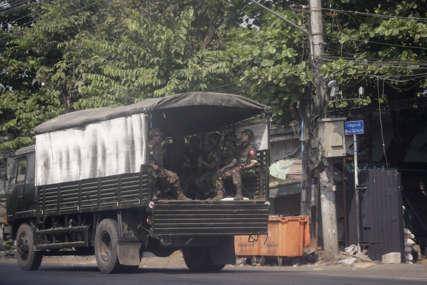 DO SADA POGINULO 328 LJUDI Policija ubila najmanje 50 demonstranata u Mjanmaru