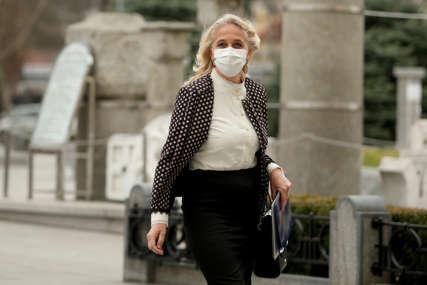 """""""Dnevno se javlja oko 130 pacijenata"""" Todorović poručila da je sve više zaraženih sa težom kliničkom slikom"""