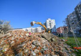 """""""NEMA NOVIH RADOVA"""" Počeo planirani odvoz građevinskog otpada kod nekadašnjeg kina """"Kozara"""" (FOTO)"""