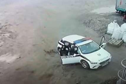 Incident snimljen: Policajac tukao mladića u krugu firme kod Visokog (VIDEO)