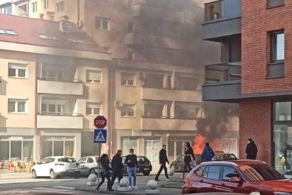 POŽAR U BANJALUCI Vatra progutala automobil na parkingu (VIDEO)