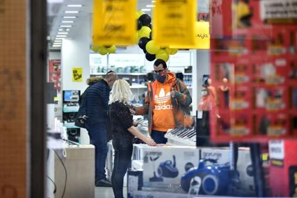 """""""ŽIVJEĆE OVAJ NAROD"""" Jedna prodavnica iz Čačka pronašla način kako zaobići mjere Kriznog štaba (FOTO)"""