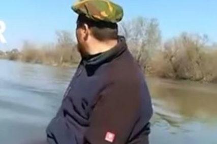 Veslima pokušali da se domognu obale: Objavljen posljednji snimak mladića prije nego što su upali u Moravu (VIDEO)