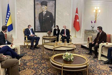 PRIREĐEN SVEČANI DOČEK  Dodik u Ankari, danas sastanak sa Erdoganom