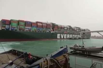 Ekipe na terenu: Suecki kanal i dalje blokiran (VIDEO)