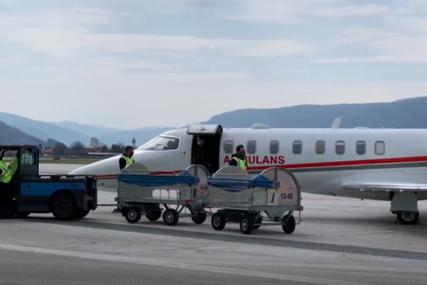 Sa danom zakašnjenja: U Sarajevo sletio avion sa turskom donacijom od 30 hiljada kineskih vakcina (VIDEO)