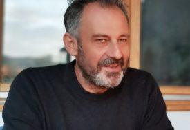 """DJELA INSPIRISANA RODNIM GRADOM Velimir Ilišević otvara izložbu slika u galeriji """"Sreten Stojanović"""""""