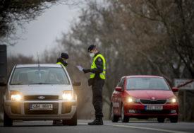 POSTAVLJENO 500 PUNKTOVA U Češkoj policija i vojska kontrolišu kretanje ljudi