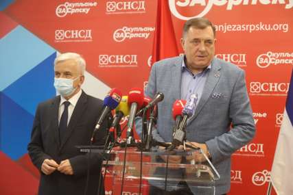 """Dodik nakon sastanka sa Čubrilovićem """"Razgovori o novom visokom predstavniku NESTALI SA DNEVNOG REDA"""""""