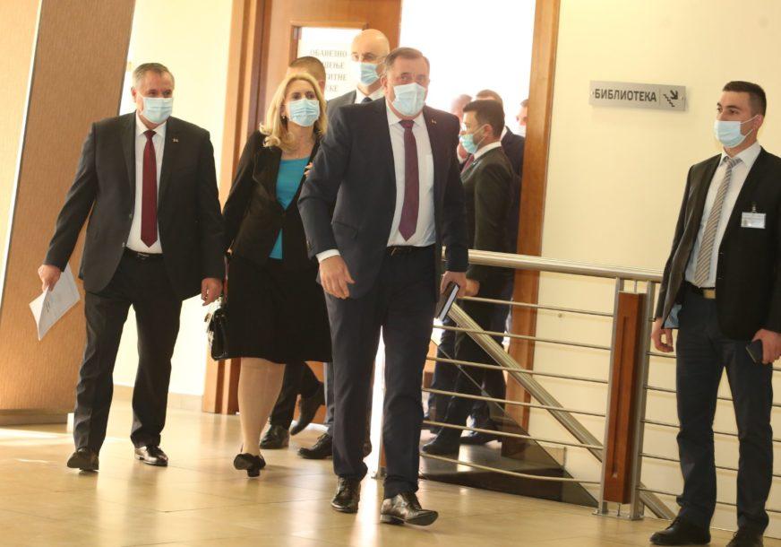 """""""Zabluda je da će OHR napraviti novu državu i uništiti Srpsku"""" Dodikovo obraćanje na posebnoj sjednici NS RS (FOTO)"""