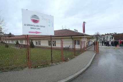 Prvu dozu primilo 35 zaposlenih: Počela vakcinacija u Gerontološkom centru u Banjaluci (FOTO)