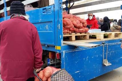"""SVAKI ZALOGAJ HRANE DOBRODOŠAO Besplatan krompir uručen  i korisnicima javne kuhinje """"Mozaik prijateljstva"""" (FOTO)"""