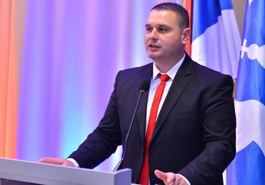 """""""KORISTI RESURSE ZA LIČNU PROMOCIJU"""" Mitrović tvrdi da gradonačelnik Petrović djeluje destruktivno po grad"""
