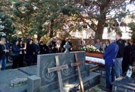 U Trebinju sahranjen Milenko Savović: Proslavljenog košarkaša ispratila porodica I prijatelji (FOTO)