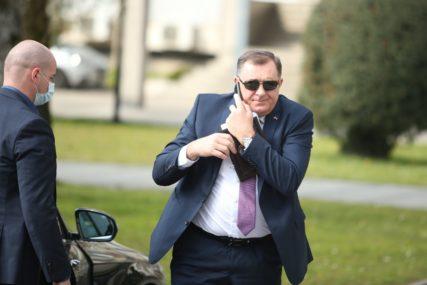 """""""Nemaju strukturu, pa im treba neka ambasada brojati glasove"""" Dodik odgovorio na tvrdnje opozicije da vlasti ne odgovaraju fer izbori"""