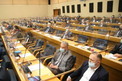 Stotine zaključaka BAČENO U VJETAR: Čemu služe stavovi Narodne skupštine Republike Srpske
