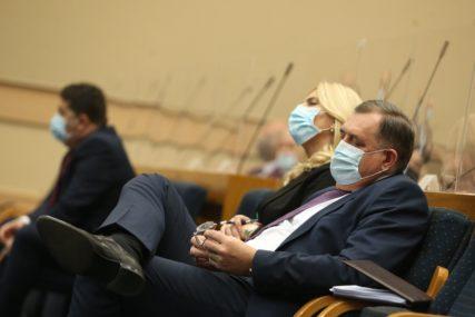 Tri naroda da preuzmu odgovornost za VLASTITI RAZVOJ ILI RAZLAZ: Narodna skupština usvojila deset zaključaka