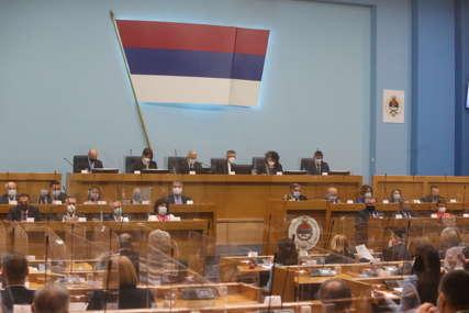 Poslanici krajem aprila o INCKOVOM ULTIMATUMU Čubrilović: Povelje se mogu oduzeti jedino sudskim putem