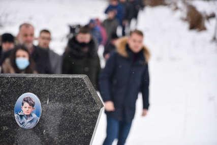 """Stanivuković prisustvovao parastosu najmlađem poginulom borcu """"Spomenko je simbol hrabrosti, čojstva i patriotizma""""(FOTO)"""