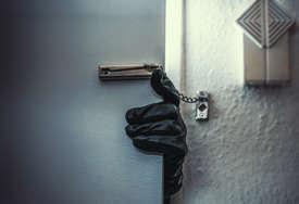 KRALE NOVAC I ZLATO Uhapšene djevojke za koje se sumnja da su pljačkale stanove