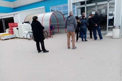 Kupci ponovo čekaju u redovima: U Prijedoru  marketi počeli da primjenjuju strože mjere
