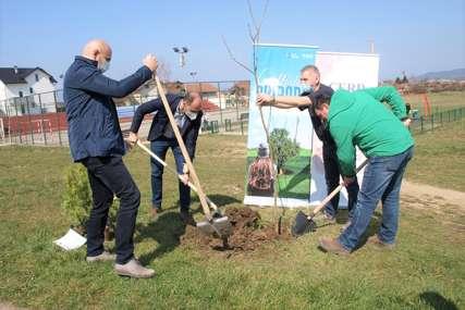 Povodom Svjetskog dana šuma i Sata za planetu Zemlju zasađene nove sadnice u Adi
