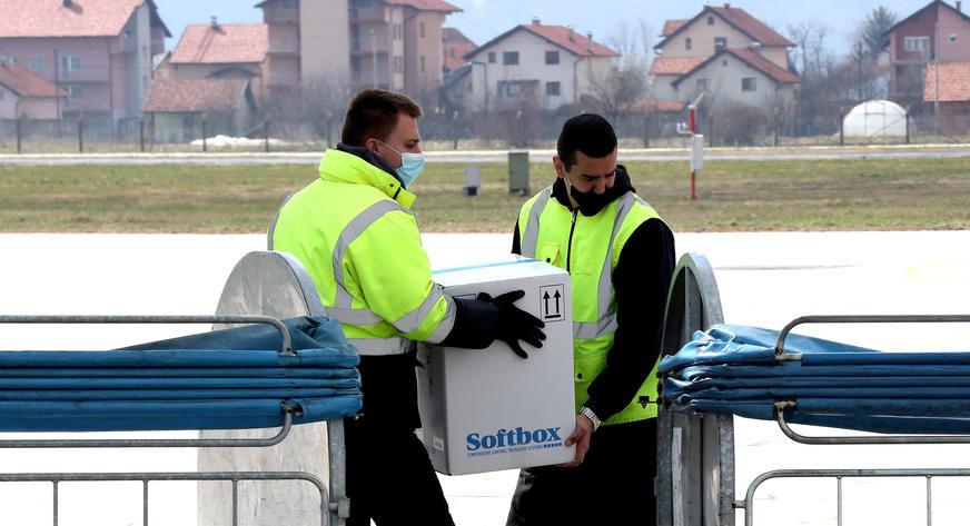 MASKE, RUKAVICE, UNIFORME Poljska donirala BiH zaštitnu opremu za borbu protiv korone