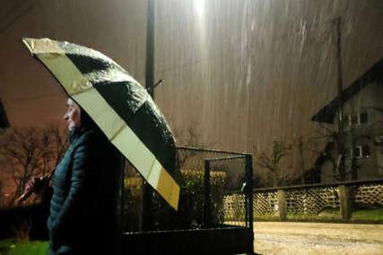 Nakon sunčanih dana, STIGLI NAM KIŠA I SNIJEG: Za naredni period najavljene padavine, niže i temperature (FOTO)