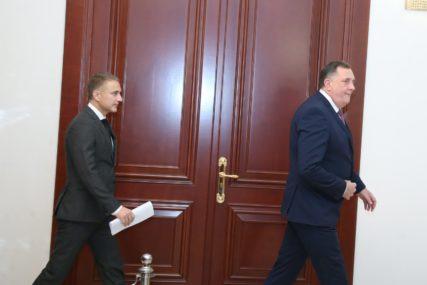 """Sastanak Dodika i Stefanovića u Banjaluci """"Srbija želi da nastavi investirati u industriju u Srpskoj"""" (FOTO)"""
