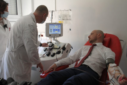 OPORAVLJENI ŽELE DA  POMOGNU Krvnu plazmu za liječenje oboljelih od kovida darovalo osam Banjalučana