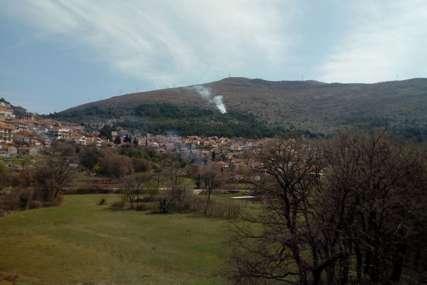 Ugašen požar kod Brankovića kule: Brzom intervencijom trebinjskih vatrogasaca spasena borova šuma