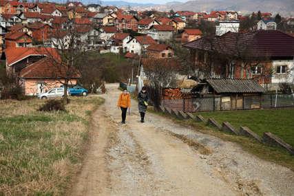 Svakodnevne muke mještana Paprikovca: Traže rješenje za neprohodan put, mrak i divlje deponije