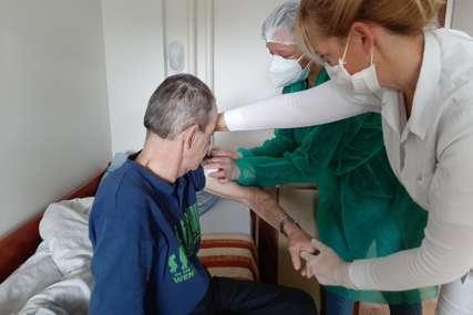 """""""PROCES BRZ I EFIKASAN"""" Za dva dana u Prnjavoru vakcinisano 100 starijih osoba"""