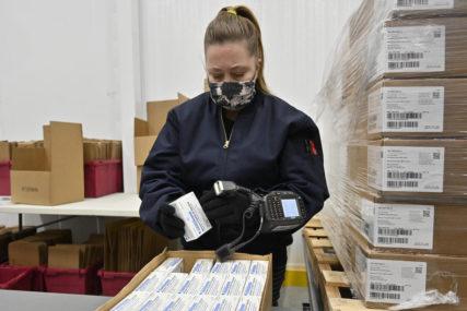 """U planu testiranje i na TRUDNICAMA: Kompanija """"Džonson i Džonson"""" testira svoju vakcinu na adolescentima"""