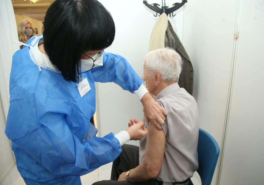 Nastavljena imunizacija u Šamcu: Jednu dozu primila 1.881 osoba, revakcinisano 386
