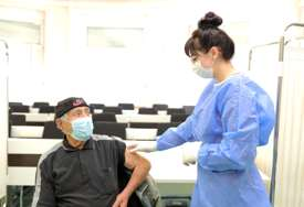 BORBA PROTIV KORONE Vakcinacija osoba starijih od 65 godina u Palama